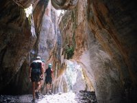 Paseo entre montanas