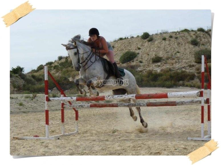 Saltando a caballo