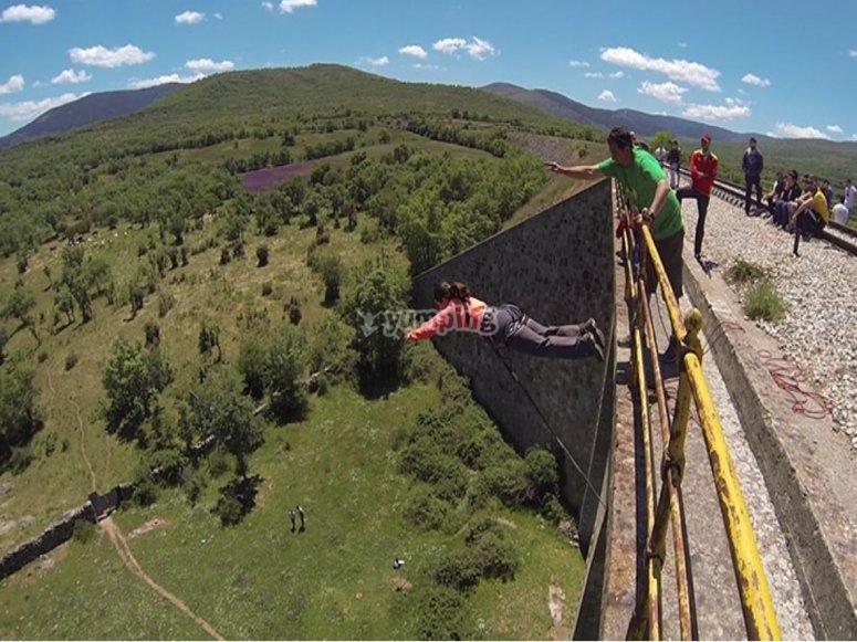 Saltando desde el puente de Rascafría
