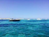 福门特拉碧绿的海水和清澈的海水