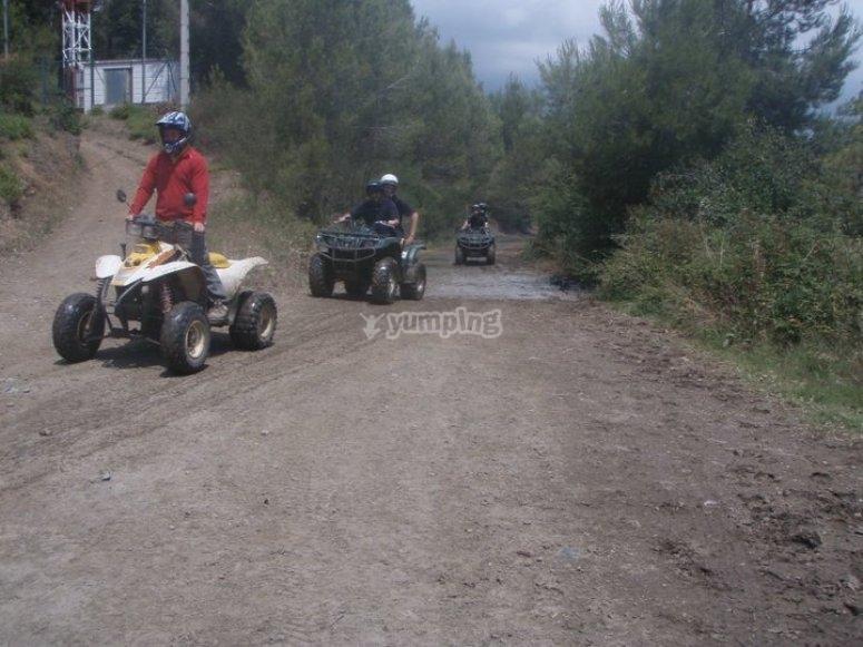 途中的四轮摩托车