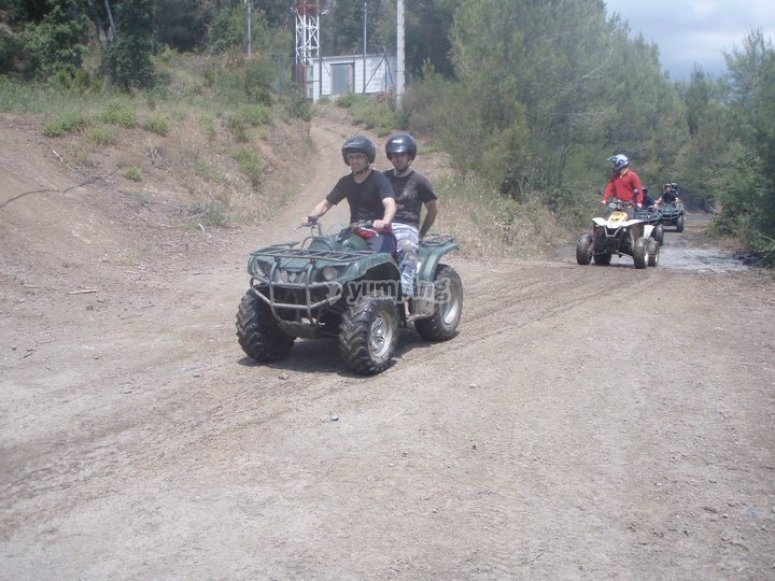 Conduciendo quads en Montnegre