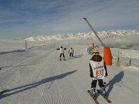 学习在最简单的滑雪道上滑雪