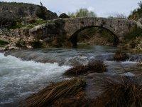 Bajo el puente romano