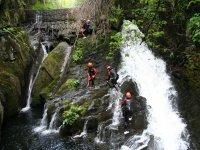 Barranquismo actividad de aventura en grupo