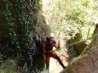 Barranquismo descenso con cuerdas por ríos