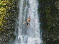 Salto acuático con cuerda