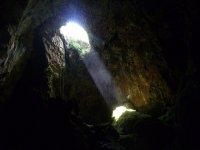 la luz en la cueva