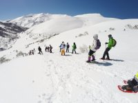 Aventura raquetas de nieve en la montana