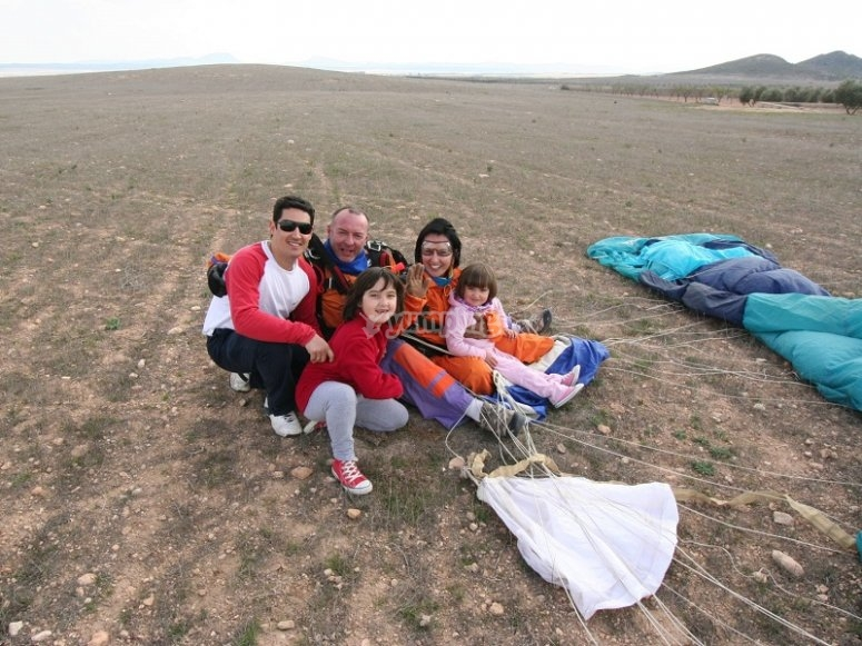 Reunited family after the skydiving jump in Ontur