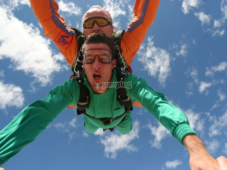 Go skydiving in Ontur