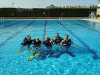 Bautismo de buceo en piscina