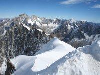 带向导的阿奎达文图拉阿尔卑斯山