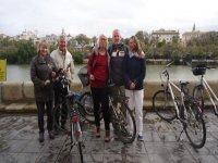 老人自行车旅游