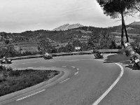Ttomando curva en carretera