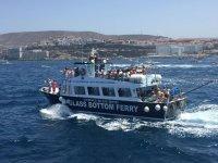 Ferry repleto de turistas
