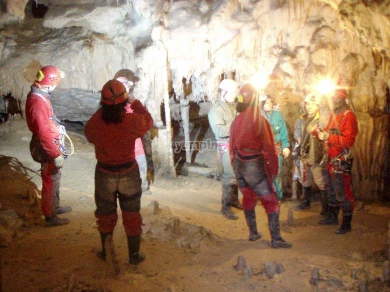 Grupo en la cueva