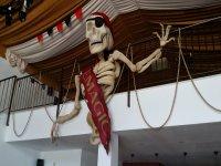 carabela con esqueleto