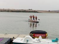 Paddle surf gigante en aguas del embalse