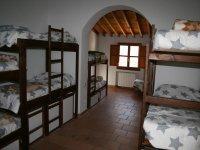 Dormitorios compartidos en literas