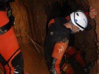 Accediendo a la cueva