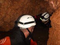 Tramo a nado y estrecho en la cueva