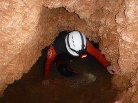 Paso estrecho en la cueva