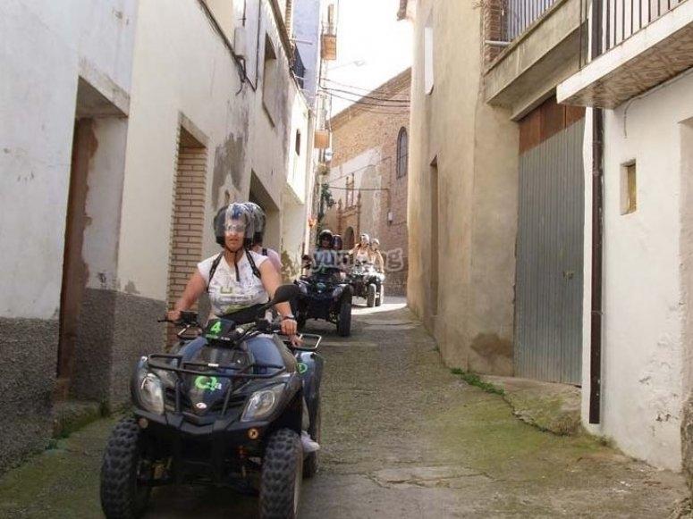 Ruta en quad en el pueblo
