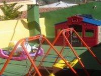 Amplio patio para jugar y divertirse