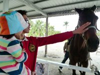 dia con los caballos