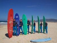 Grupo de surfistas en Tarifa