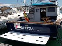 Barco para la Bahia de San Antonio