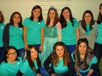 Chicas con camisetas azules