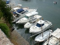 Embarcaciones vacias en el puerto