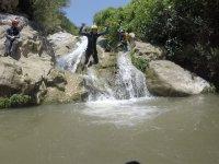 Saltando al barranco de Zarzalones