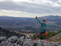 Escaladora sobre los paisajes malaguenos