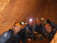 集团rondena溅泥洞穴