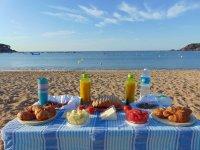 Almuerzo junto al Mediterraneo
