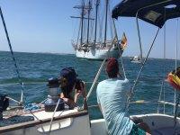 参观历史悠久的帆船