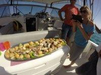 Momento de la comida en el barco