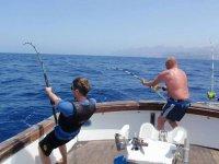 disfruta de la pesca con amigos