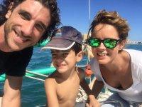 带着婴儿在船上boat