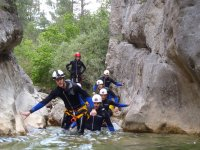 Gruppo che fanno canyoning