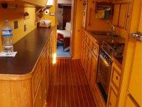 Cucina della barca a vela in legno