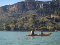 完美的孩子皮划艇皮划艇在自然界