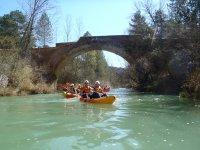 Navegando debajo del puente