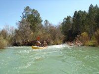 Piraguas en el río