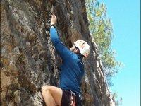 Buscando puntos de apoyo en la roca