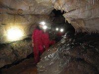 Pareja en una cueva