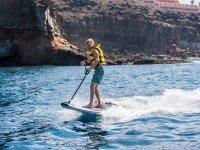 Probando el surf con motor